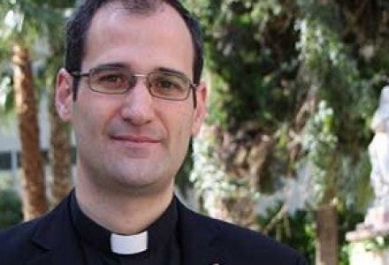 De Detective Privado a sacerdote