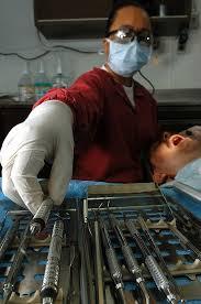 Ratificada la condena a una protésica dental que ejercía de falsa dentista en Tenerife